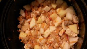 Тушеный картофель с курицей и свининой