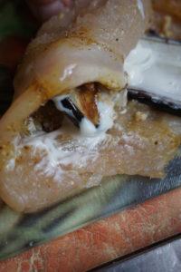 «Завитушки» из куриной грудки и баклажанов с грецкими орехами в мультиварке